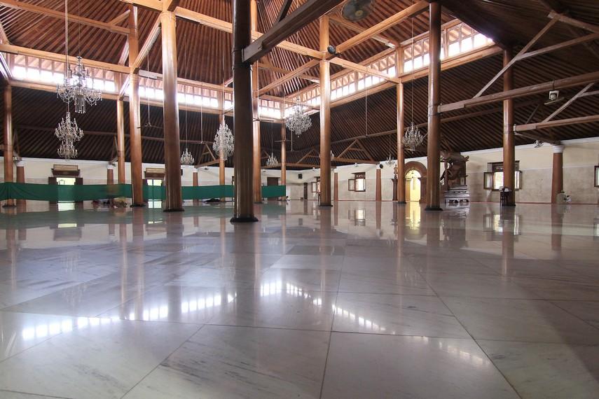 Pembangunan masjid ini tidak terlepas dari status yang dipegang raja. Saat itu, raja tidak hanya kepala pemerintahan, tapi juga penyiar agama