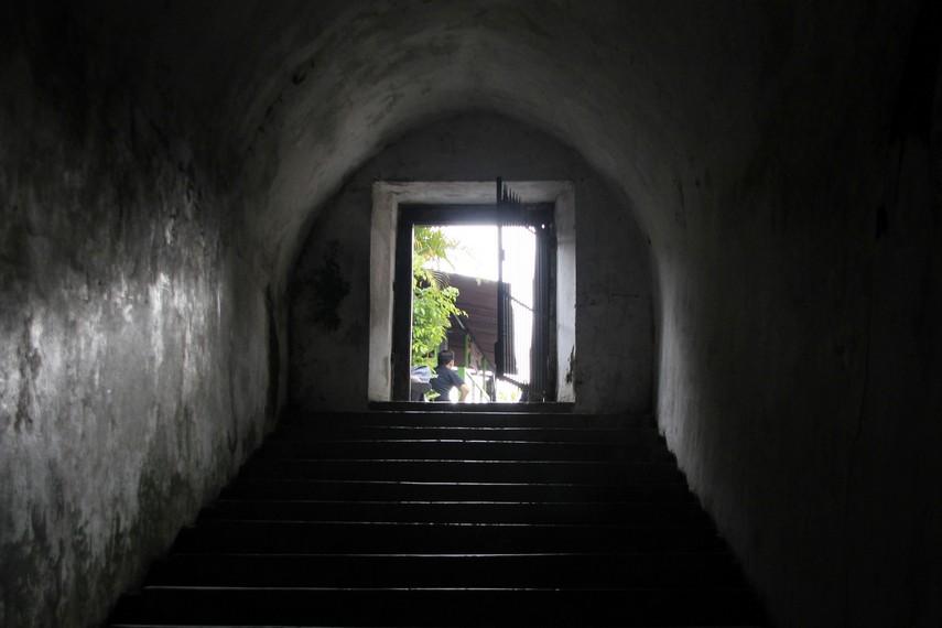 Pintu masuk Masjid Pendem yang terletak di alun-alun barat Keraton Ngayogyakarta Hadiningrat