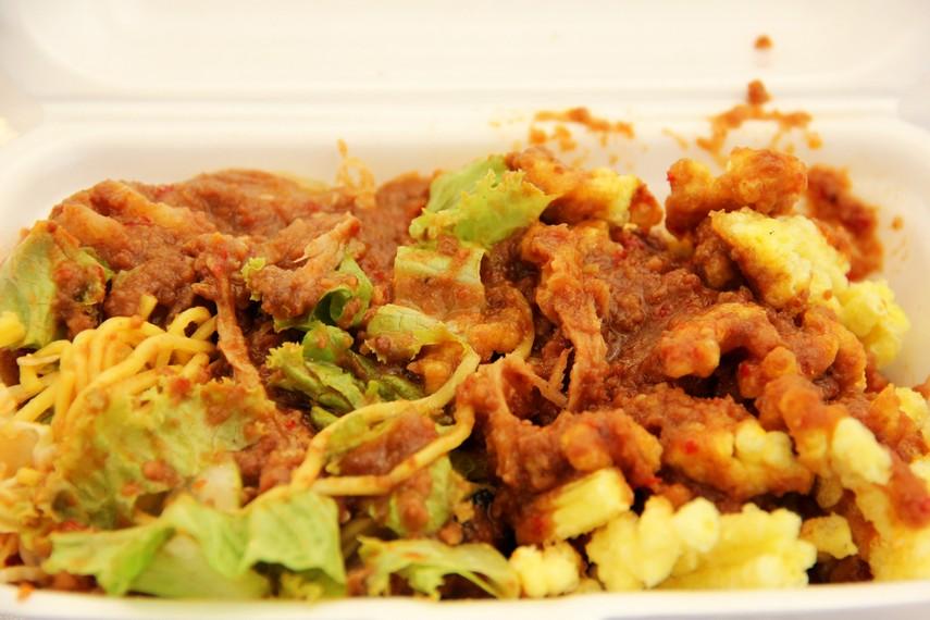 Rujak Juhi memiliki cita rasa yang pedas dan gurih