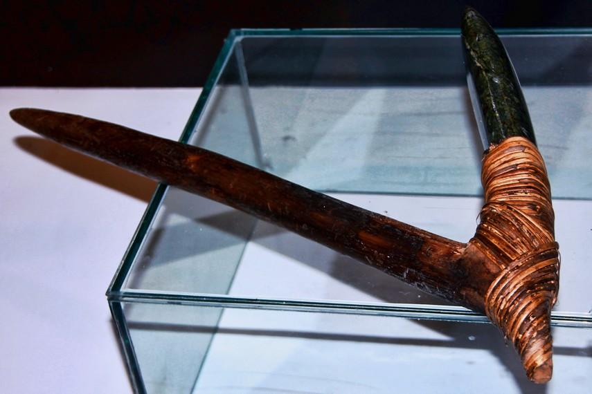 Sebelum mengenal logam, masyarakat Suku Asmat menggunakan batu sebagai bahan utama pembuatan senjata