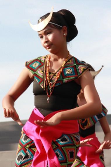Tari Sandang Insana merupakan tari tradisional yang berkembang dalam lingkup kerajaan Insana, Nusa Tenggara Timur