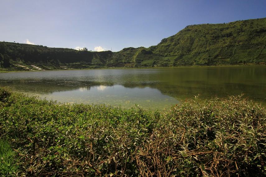 Telaga seluas 25 hektare ini terletak di Desa Karang Tengah, Kecamatan Batur, Kabupaten Banjarnegara