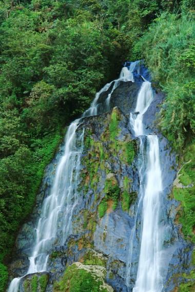 Untuk sampai ke air terjun ini, pengunjung harus menempuh perjalanan sekitar 12 km dari pusat Kota Wonosobo