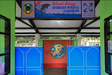 Objek wisata Cigugur dibuka pada tahun 2009 dan menjadi tempat relaksasi sekaligus terapi kaki dengan menggunakan ikan nilem