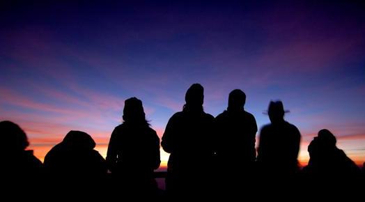 468_menunggu_sunrise_di_pananjakan_pada_saat_kasada_bromo_berlangsung.jpg
