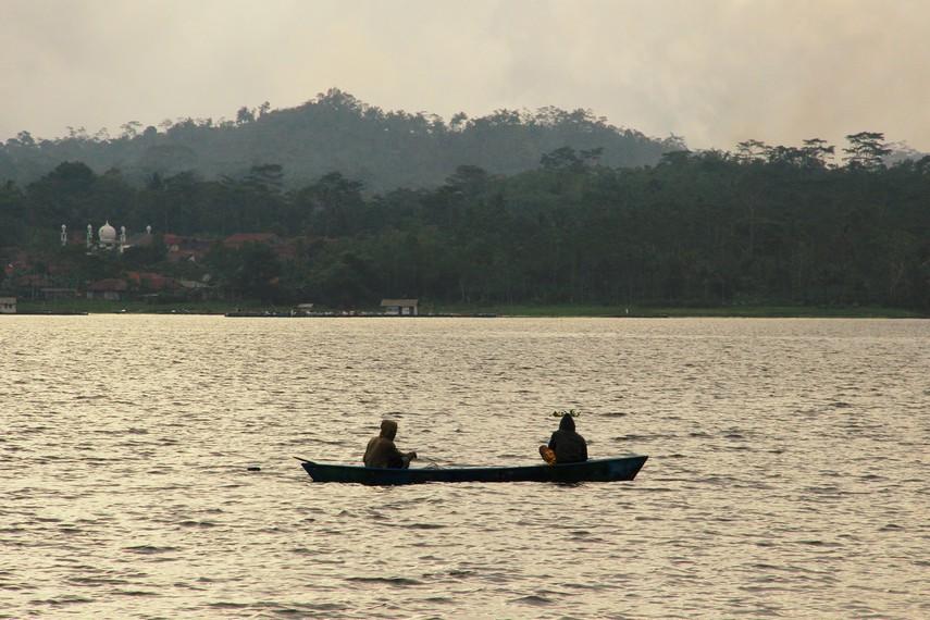 Selain air hujan, sumber air di Waduk Darma diperoleh dari Sungai Cinangka dan Sungai Cisalak