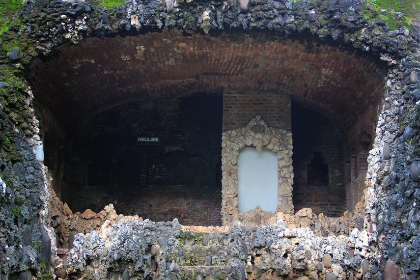 Bangsal Jinem dahulu digunakan untuk sultan memberikan doa serta instruksi kepada prajurit keraton