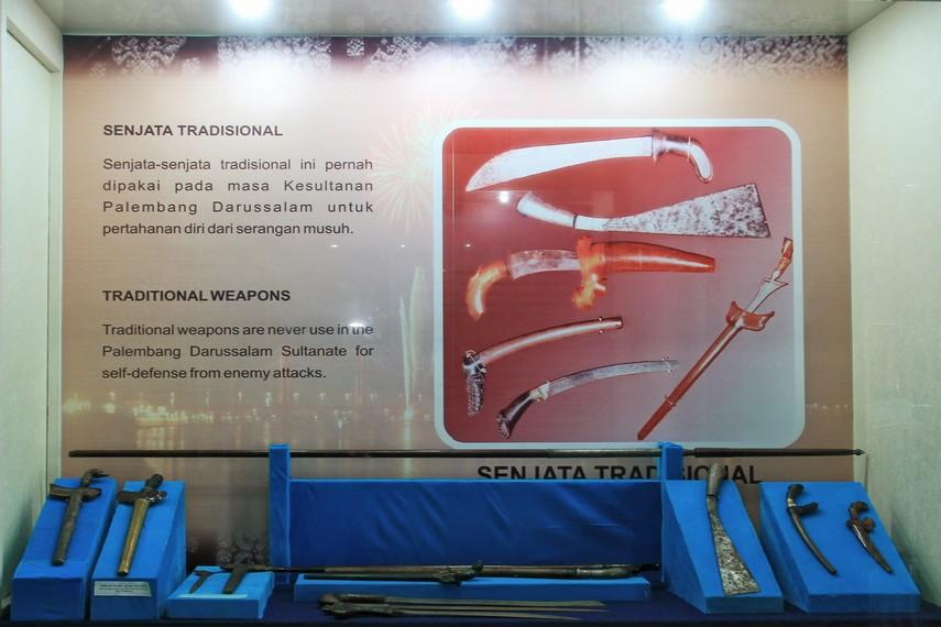 Beragam jenis senjata tradisional peninggalan kesultanan Palembang Darussalam
