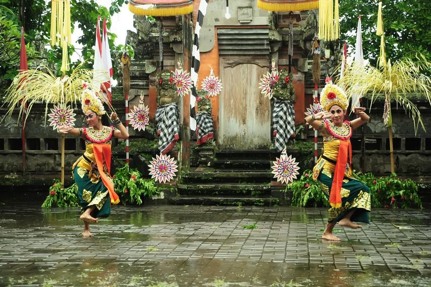 Babak pertama mengisahkan dua pengikut Rangda yang mencari pengikut Dewi Kunti