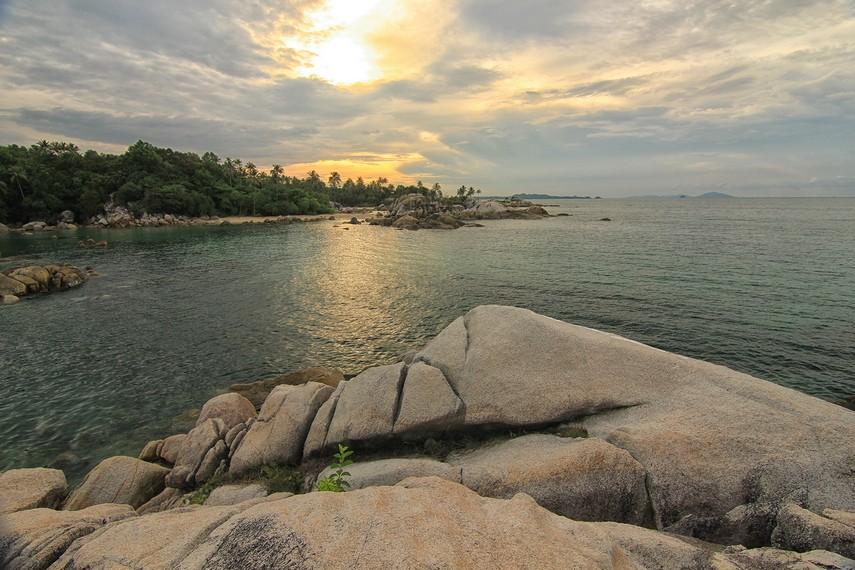 Disebut Pantai Parai Tenggiri karena dahulu banyak nelayan yang mendatangkan ikan tenggiri dari pantai ini