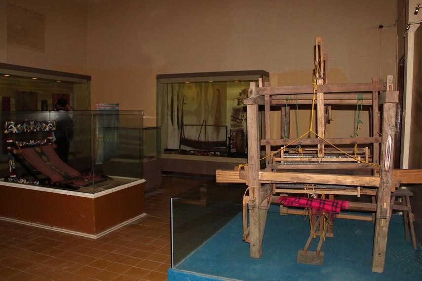 Berbagai koleksi kain tradisional masyarakat Kalimantan Timur, diantaranya tenun Ulap Doyo asal Dayak Benuaq