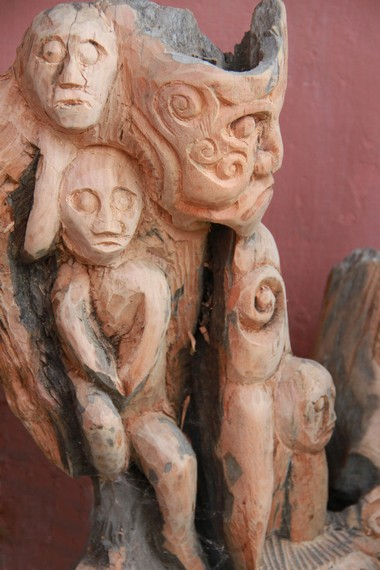 Keberadaan patung-patung hasil karya Petrus Lengkong yang masih dititipkan di Singkawang, Pontianak, dan di Taman Mini Indonesia Indah