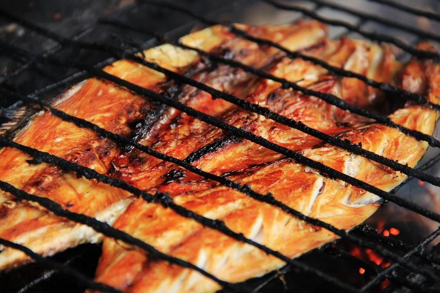 Proses pemanggangan yang lambat membuat panas menyerap sampai ke dalam, sehingga ikan matang secara merata