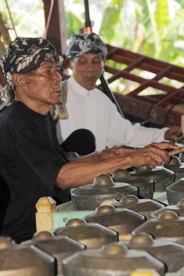 Kenong merupakan salah satu bagian dari kesenian gamelan Sunda