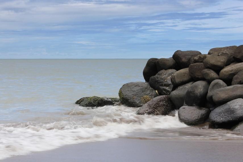 Menuju Pantai Padang hanya membutuhkan waktu 10 menit dari pusat kota