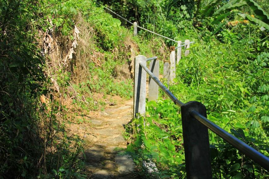 Untuk sampai ke air terjun ini, Anda harus menempuh jarak 60 kilometer arah selatan atau dapat ditempuh dengan waktu sekitar 2 jam