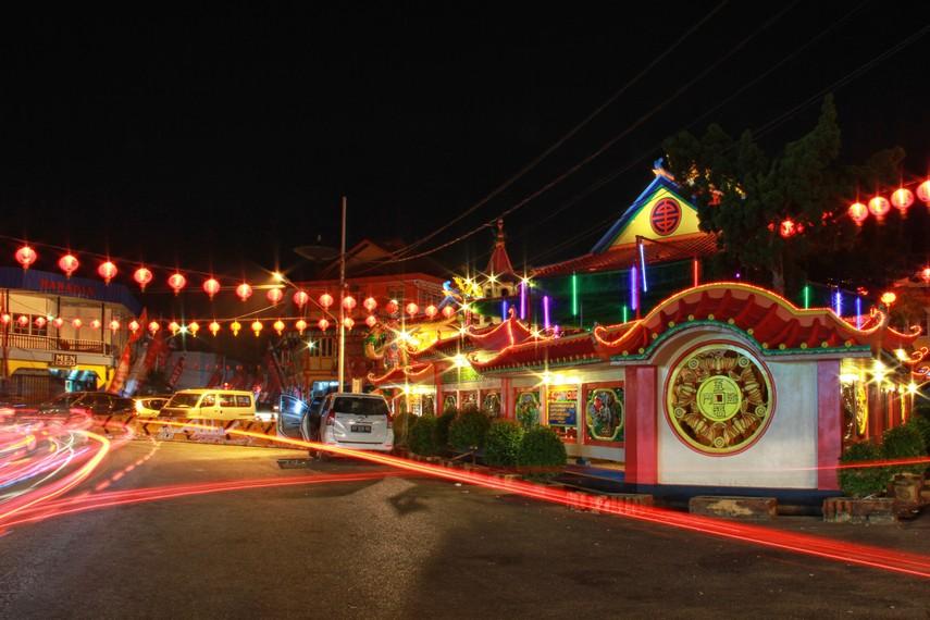 Vihara Tri Dharma Bumi Raya berdiri sejak tahun 1878 dahulu kawasan sekitar vihara merupakan hutan belantara