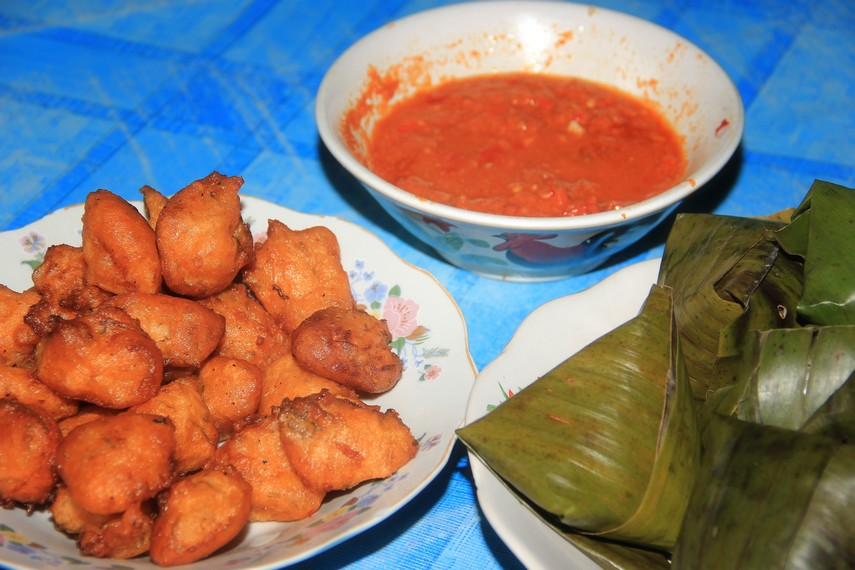 Seperti nasi sala, sala lauak biasa dihidangkan sebagai lauk pauk bersama nasi sek, tetapi juga umum dihidangkan sebagai camilan