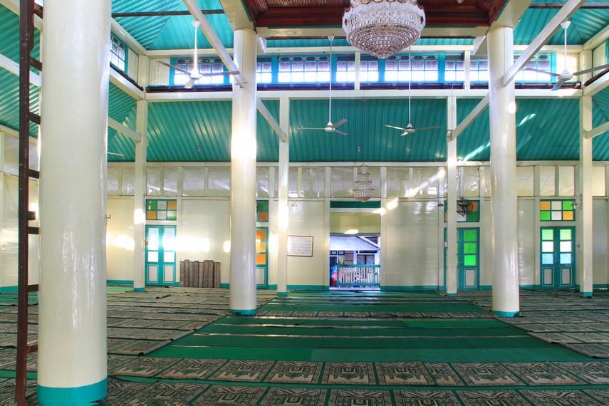 Nama masjid ini diberikan oleh Syarif Usman yang merupakan anak dari Sultan Syarif Abdurrahman