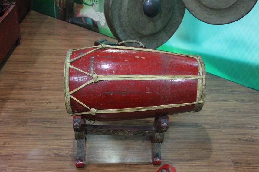 Di Tanah Sunda terdapat tiga jenis gamelan antara lain, gamelan renteng, gamelan salendro atau pelog, dan gamelan ketuk tilu