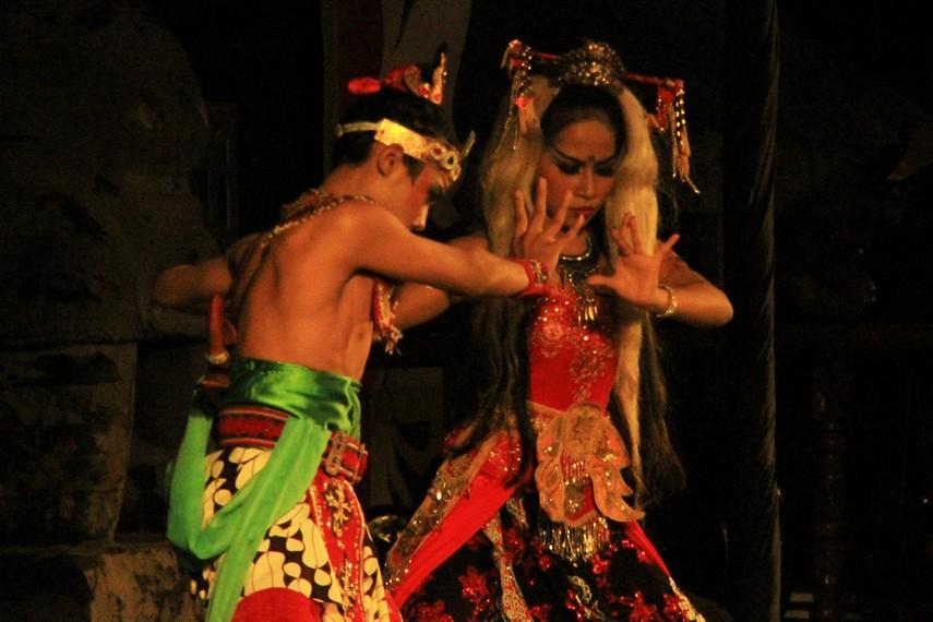 Calon Arang terkenal mempunyai kekuatan teluh yang didapatnya dari Dewi Durga