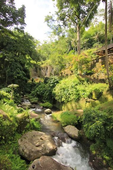 Tukad (sungai) Pakerisan yang membelah kawasan Candi Tebing Gunung Kawi, seperti disebutkan dalam Prasasti Tengkulak