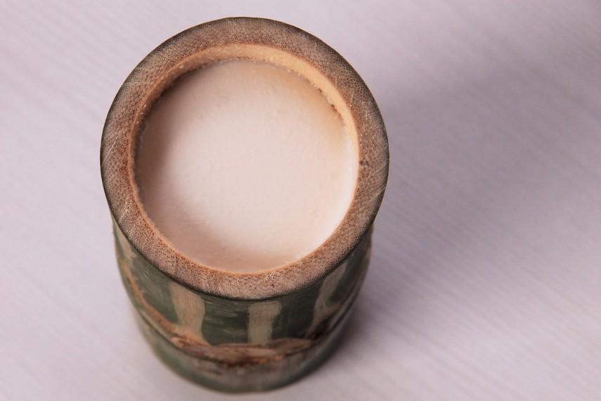 Berbeda dengan Yoghurt yang bersifat lebih cair, produk fermentasi dadiah berbentuk padat dan akan mengeras seiring waktu