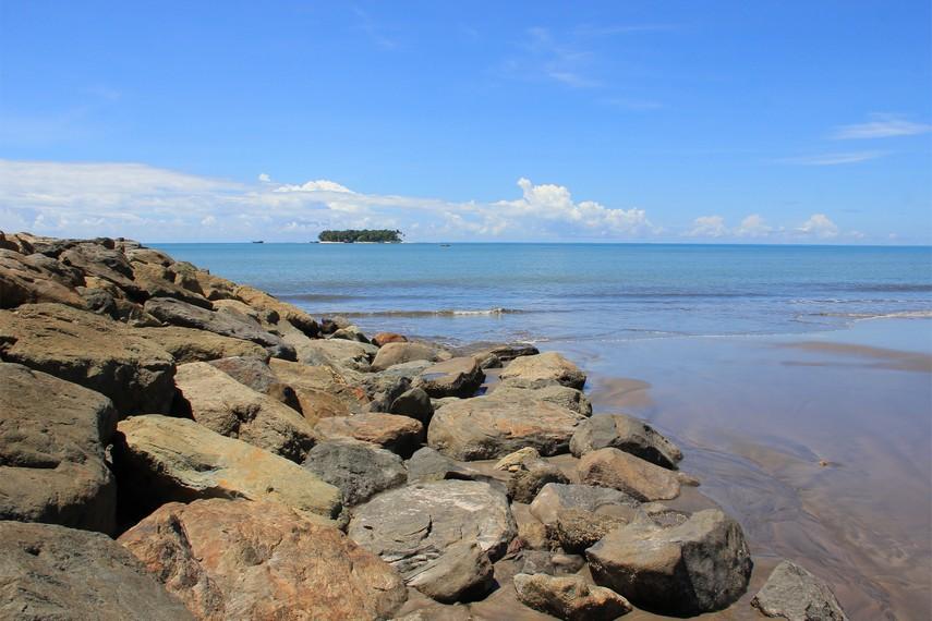 Nama pantai ini diambil dari nama salah satu tokoh dalam cerita rakyat Minangkabau, yaitu Puti Gandoriah