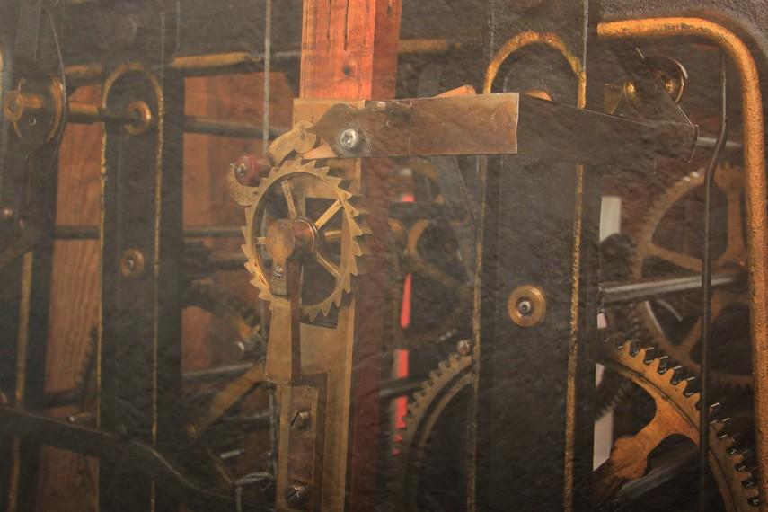 Mesin buatan Vortmann Recklinghausen ini hanya ada 2 unit di dunia, di Jam Gadang Bukittinggi dan Big Ben London