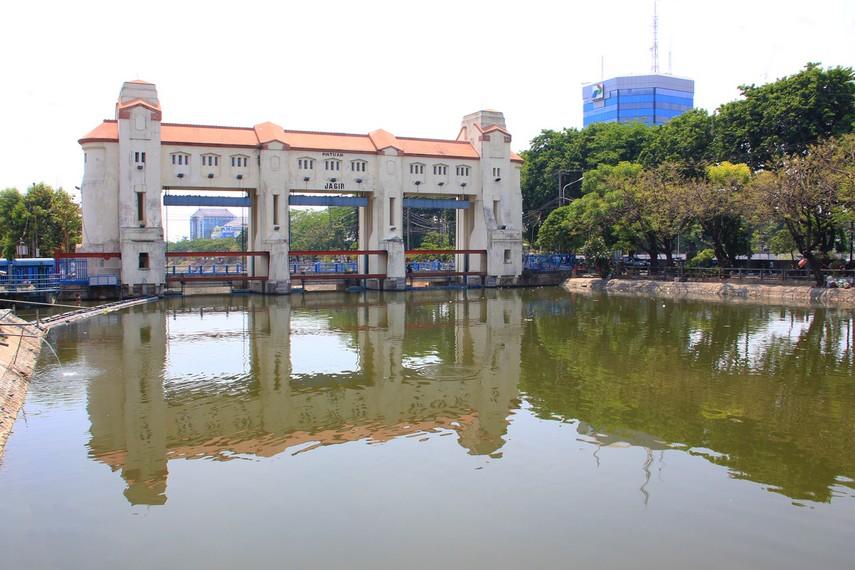 Selain digunakan sebagai penampung air saat musim hujan, bendungan ini juga menjadi tempat penyulingan air bersih sehingga bisa digunakan oleh masyarakat sekitar