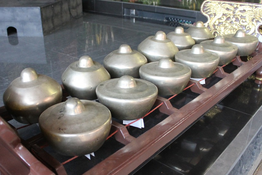 Kedekatan secara geografis dengan Bali membuat gamelan Banyuwangi mendapatkan pengaruh dari Pulau Dewata