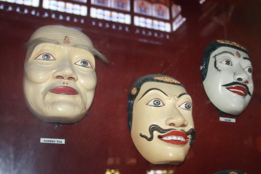 Berbagai topeng yang digunakan dalam aneka jenis tari topeng Bali