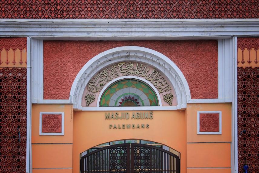 Di awal pembangunannya, Masjid Agung Palembang disebut oleh masyarakat Palembang dengan nama Masjid Sulton