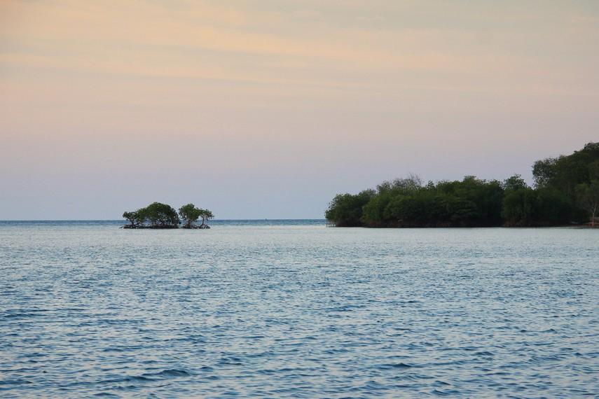 Tidak seperti pantai kebanyakan, di Pantai Bilik tidak terdengar suara hempasan ombak