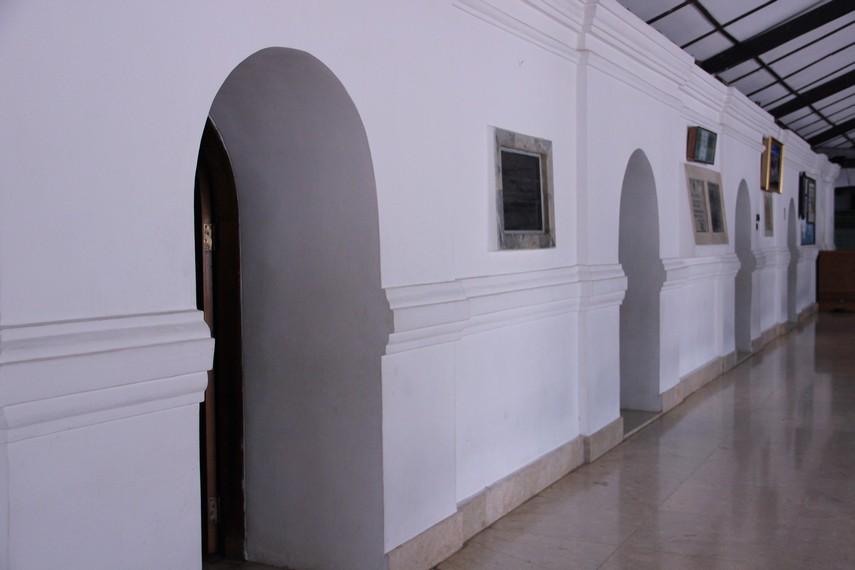 Bangunan Masjid Agung Banten dibangun dengan memadukan unsur Jawa Kuno dan Tiongkok