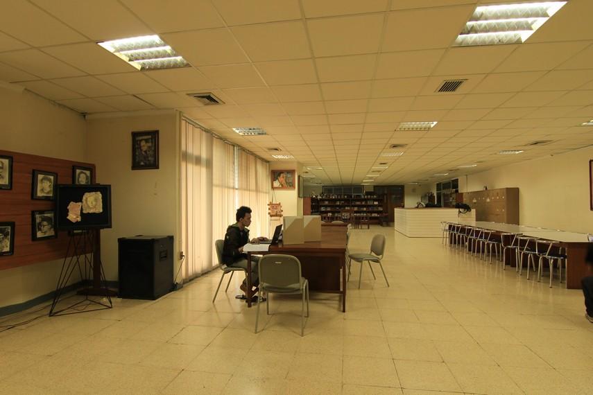 Ruangan utama di PDS HB Jassin yang biasa digunakan oleh pengunjung untuk membaca atau berdiskusi
