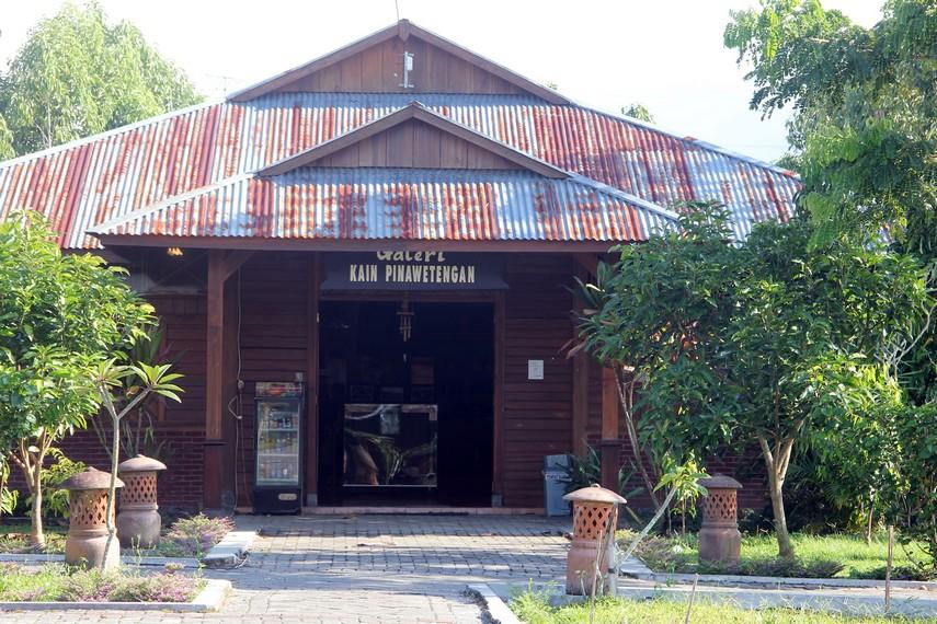 Galeri kain pinawetengan menjadi salah satu galeri yang bisa dikunjungi sebagai salah satu tempat membeli kain khas Sulut