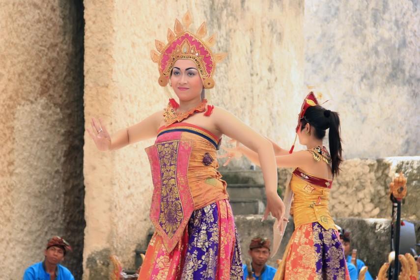 Tari ini awalnya diciptakan untuk dipentaskan oleh Sekaa Gong Patra Kencana Singapadu, Gianyar