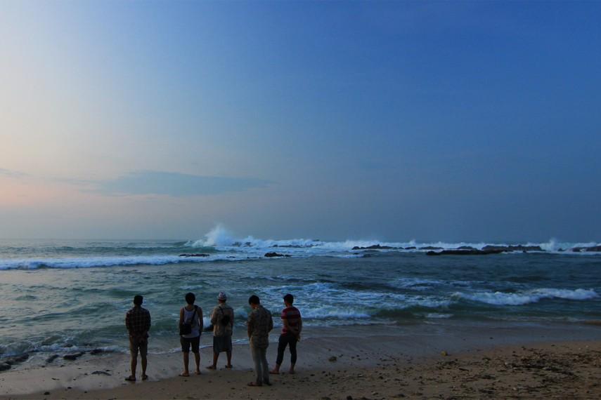 Pantai Karang Bereum menjadi pantai tempat berkumpulnya pengunjung untuk menyaksikan momen matahari terbit