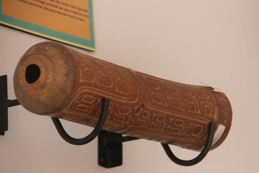 Bersama alat musik khas Papua lainnya seperti tifa dan kelambut, biasanya fuu dimainkan dan menjadi paduan harmonisasi