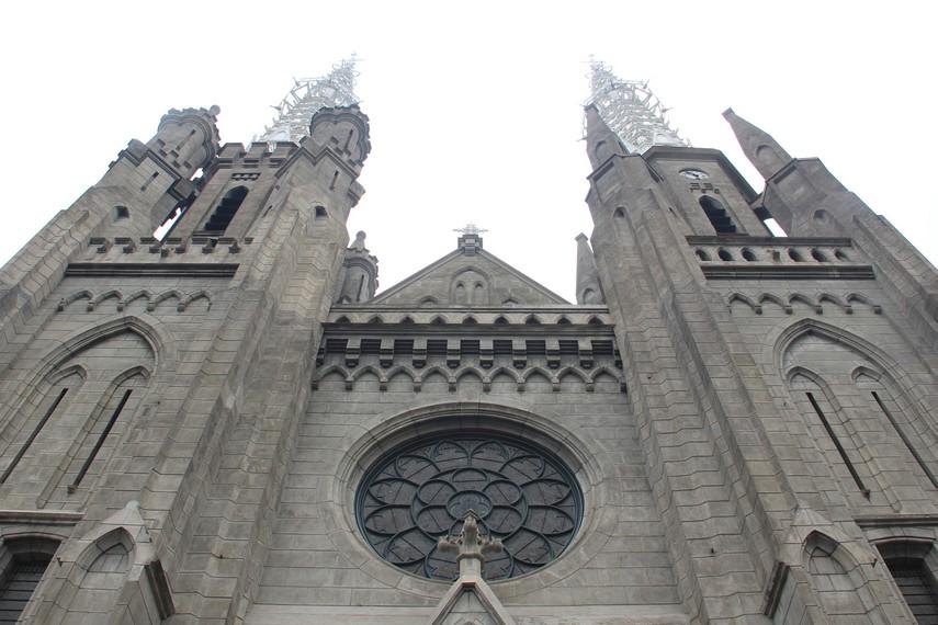 Gereja Katedral berlokasi di Jalan Katedral, Pasar Baru, Sawah Besar, Jakarta Pusat