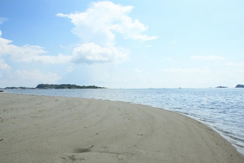 Letak Pulau Pegadoran berada persis di sebelah Pulau Burung