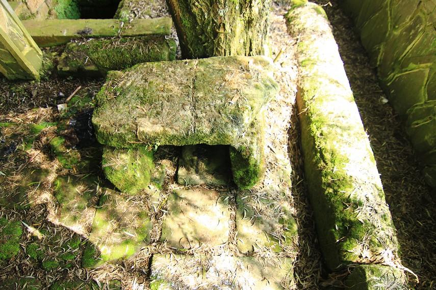 Makam Panglima Kumbang yang ada di Sendang Maerokoco. Panglima Kumbang merupakan panglima pada masa Mataram Islam