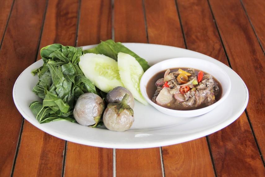 Masyarakat Belitung biasa menyantap sambal rusip bersama olahan ikan dan sayur-mayur
