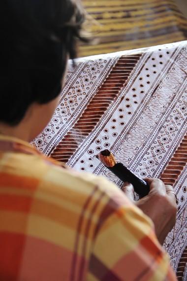 Motif batik garutan antara lain bulu hayam, lereng calung, lereng jaksa, cupat manggu, merak ngibing, dan batu ngampar