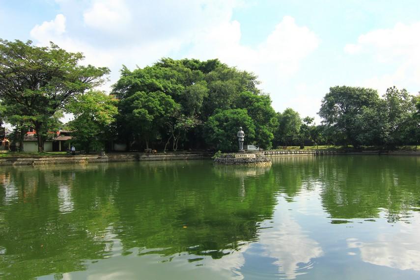 Partini Tuin terdiri dari dua kolam dan dua bangunan yang disebut balai