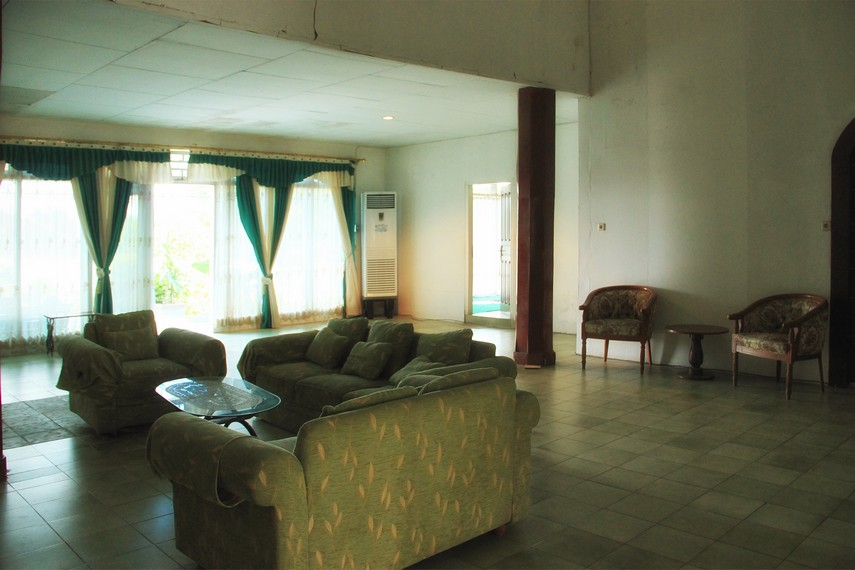 Salah satu sudut ruang di dalam Rumah Tuan Kuase yang saat ini difungsikan menjadi penginapan untuk para pegawai Pemda