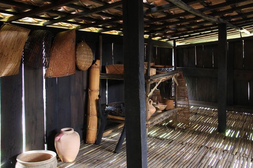 Secara umum, rumah ulu dibagi menjadi tiga bagian yaitu, ruang depan, ruang tengah, dan ruang belakang