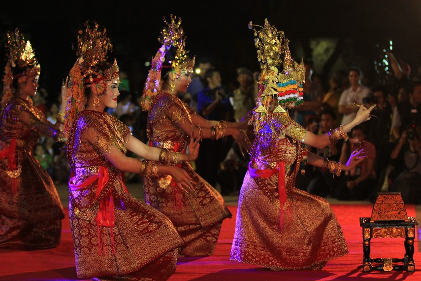 Sembilan penari tersebut merupakan representasi dari sembilan sungai yang ada di Sumatera Selatan