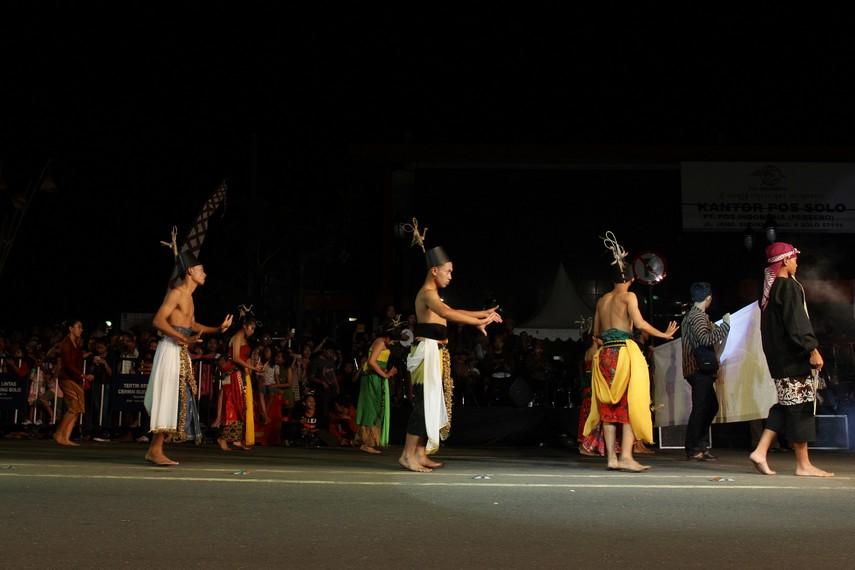 Solo karnaval tahun ini mengambil tema Merayakan Kostum Jawa